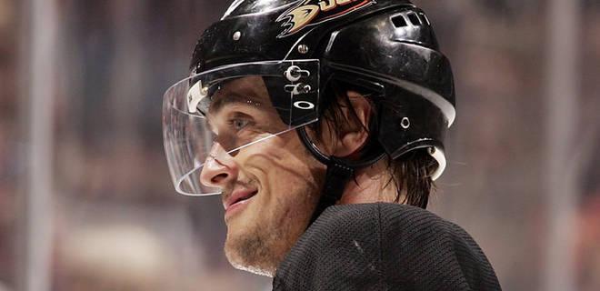Player with hockey helmet visor